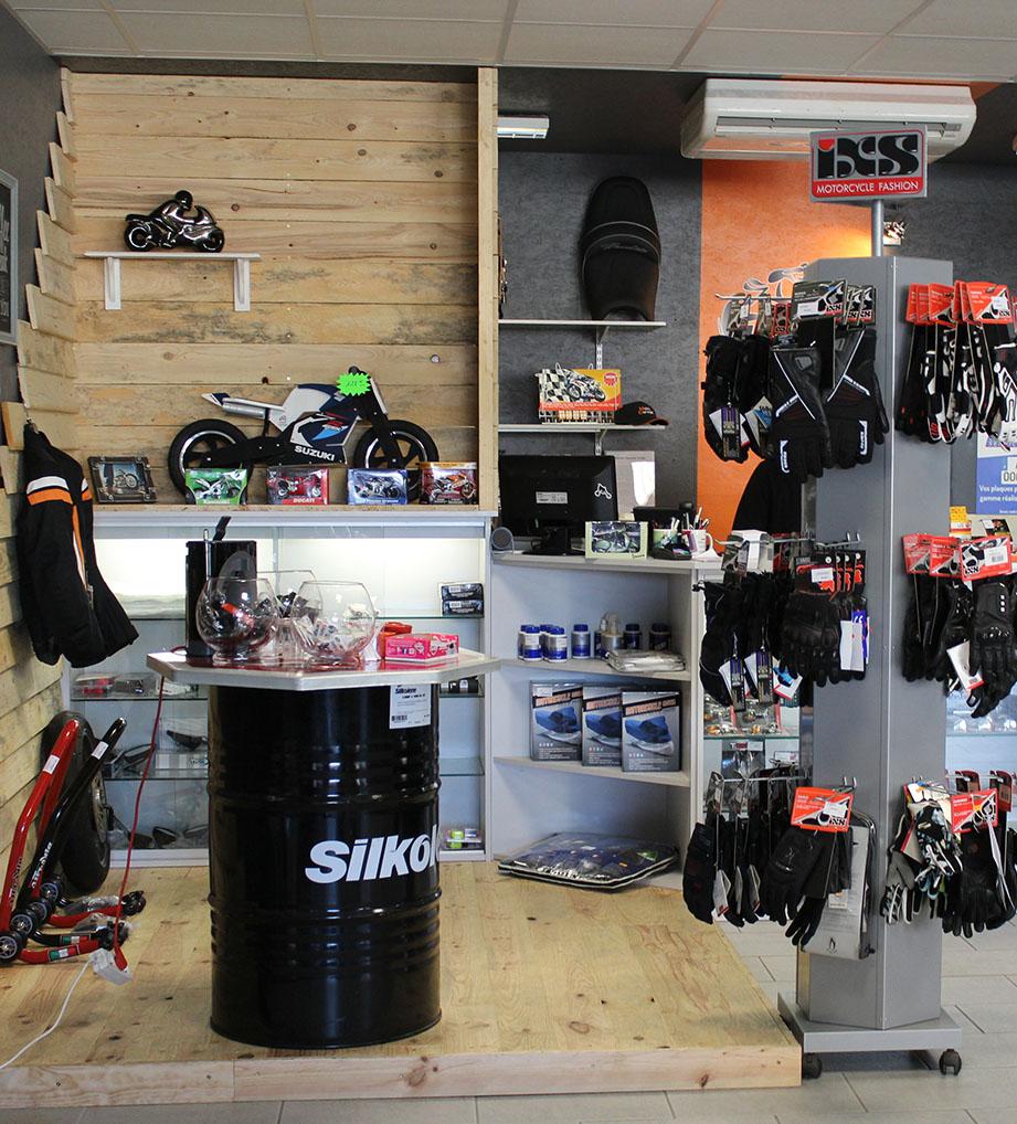 Accueil du magasin de vente Moto Garage à Chemillé dans le Maine et Loire