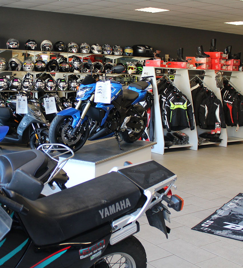showroom du magasin de vente moto garage