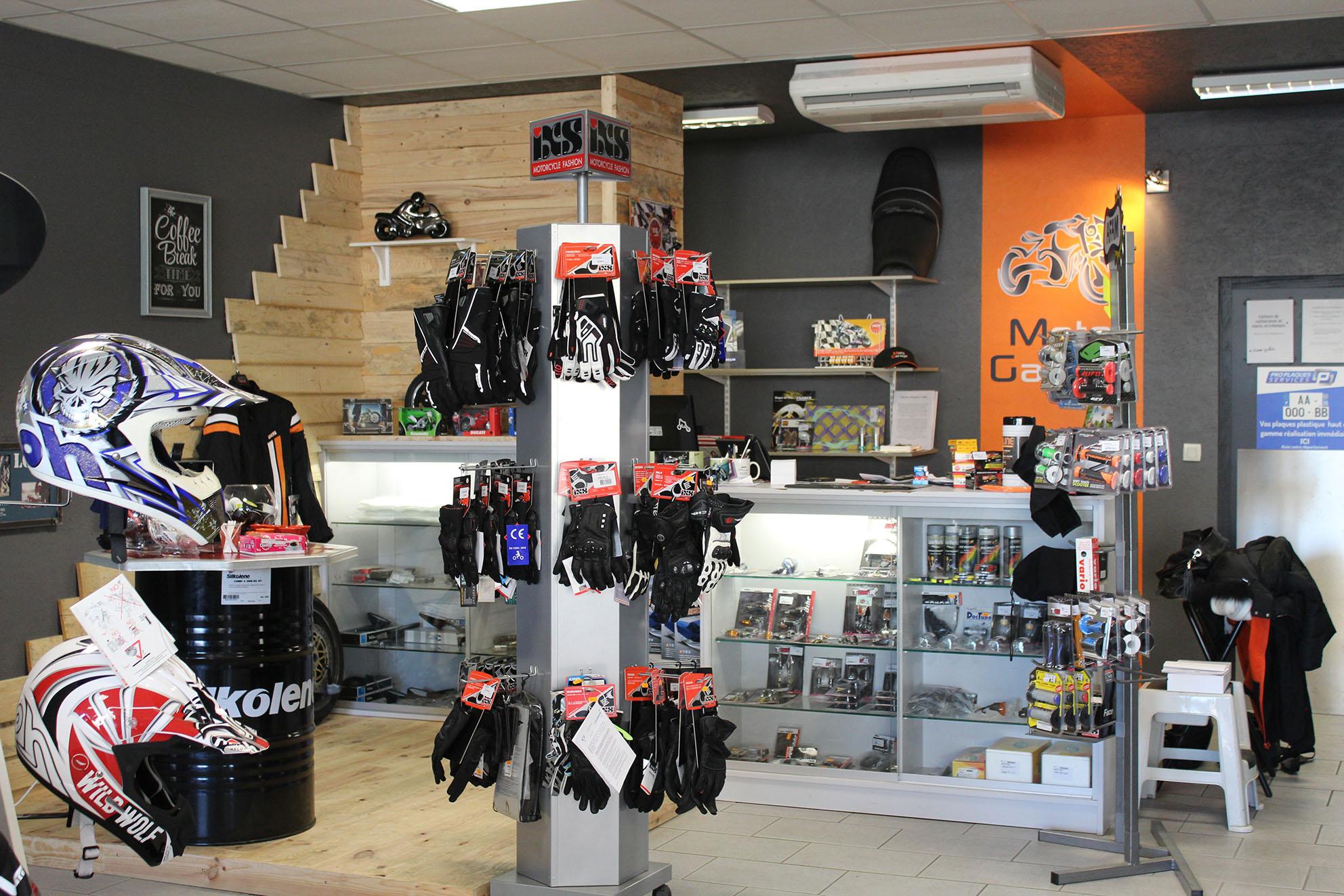 accueil du magasin Moto Garage à Chemillé dans le Maine-et-Loire (49)