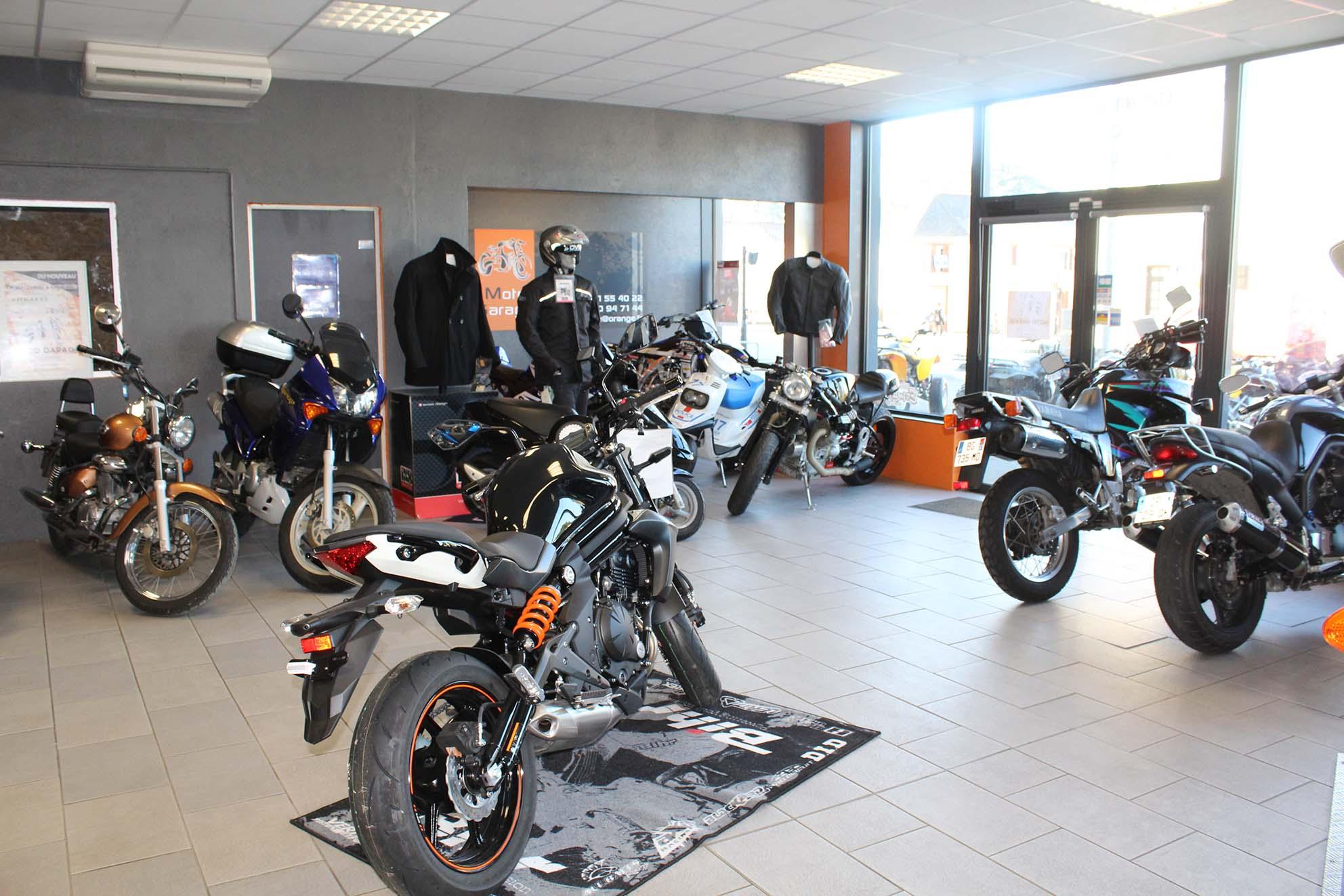 accueil du magasin et atelier de répération Moto Garage à Chemillé dans le Maine-et-Loire (49)